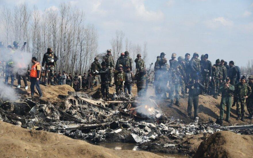 Pakistanas paviešino nuotraukas, kuriose matomos Indijos naikintuvo nuolaužos