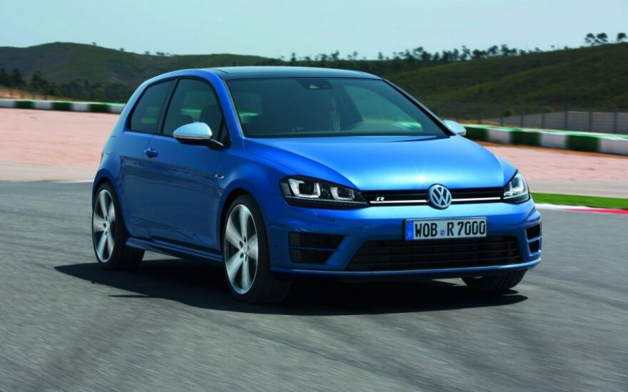 """Volkswagen"" ragina susiveržti diržus"