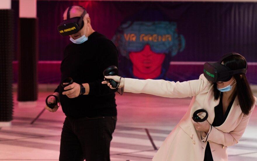 Šiauliečiams pasiūlė naują pramogą: duris atvėrė virtualios realybės arena