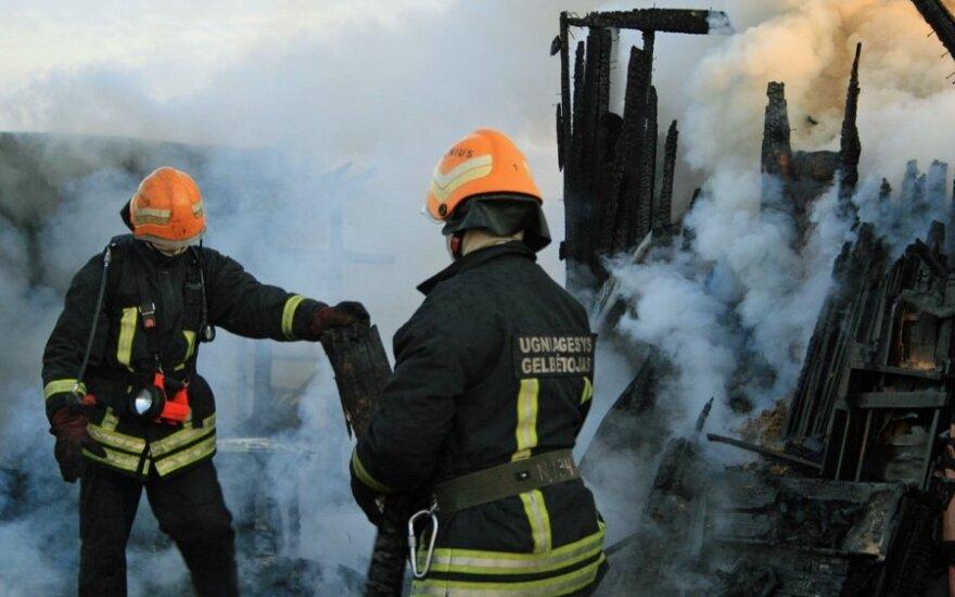 """<font color=""""#6699CC""""><strong>Klausk teisininko:</strong></font> kas turi atlyginti gaisro metu padarytą žalą?"""