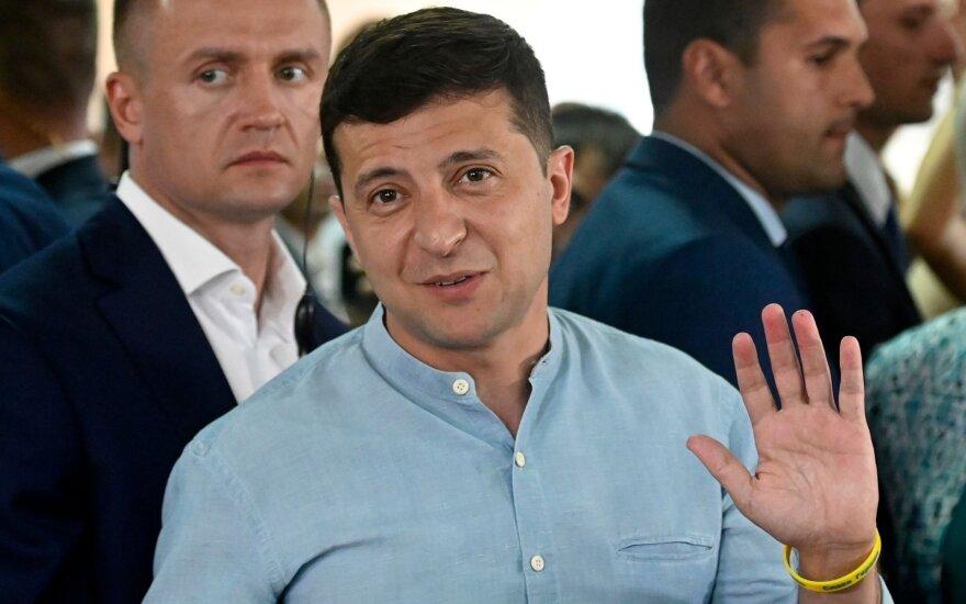 Apklausos: rinkimus Ukrainoje laimėjo Zelenskio partija, pasiekė rekordinį rezultatą