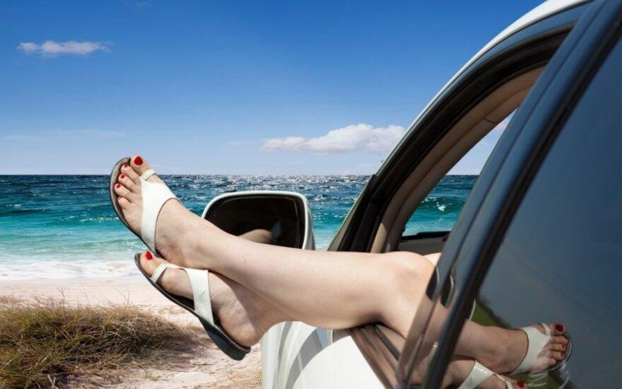 Ką daryti, kad kelionėje netintų kojos?