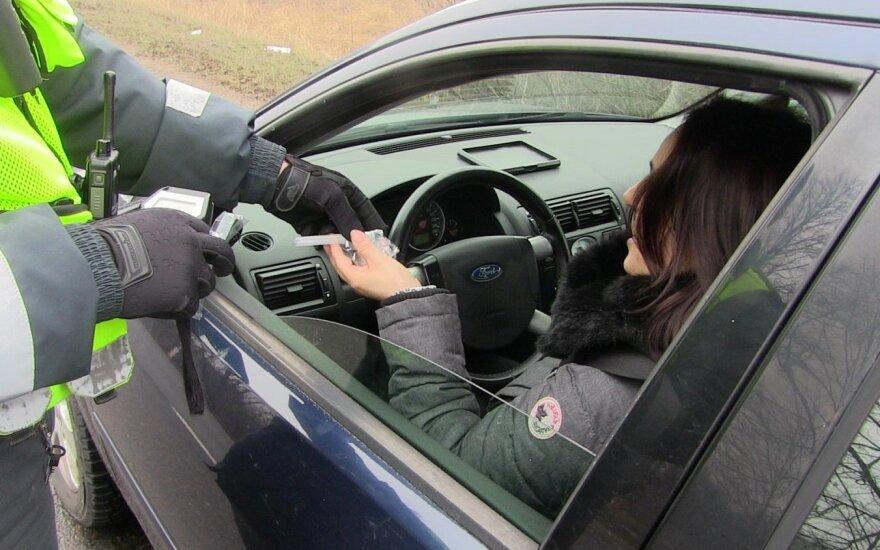 Kelių policija išaiškino beveik 3 tūkst. vairuotojų be teisių