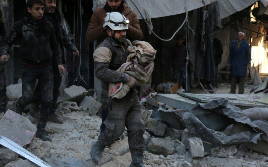 Rusija siūlo atverti humanitarinius koridorius į Alepą