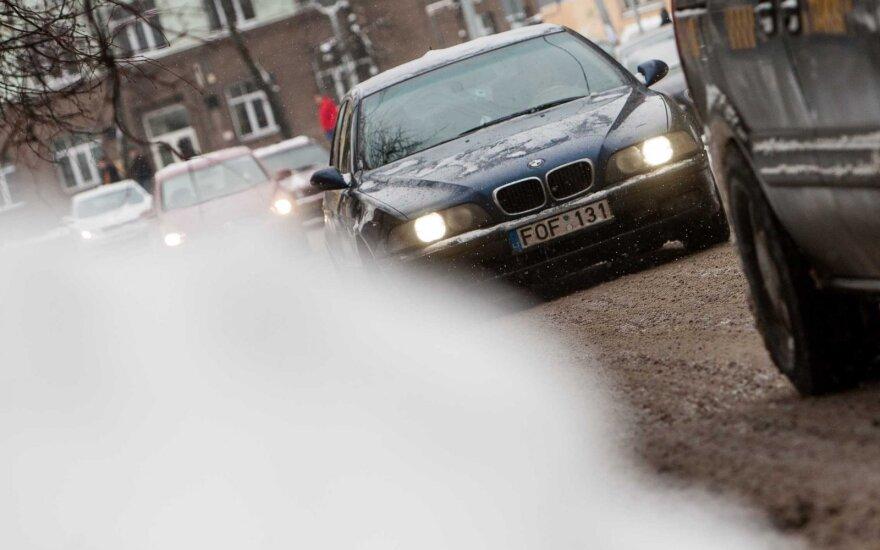 Devyniolikmetis BMW vairuotojas: nesame kvailiai, kurie nemoka vairuoti