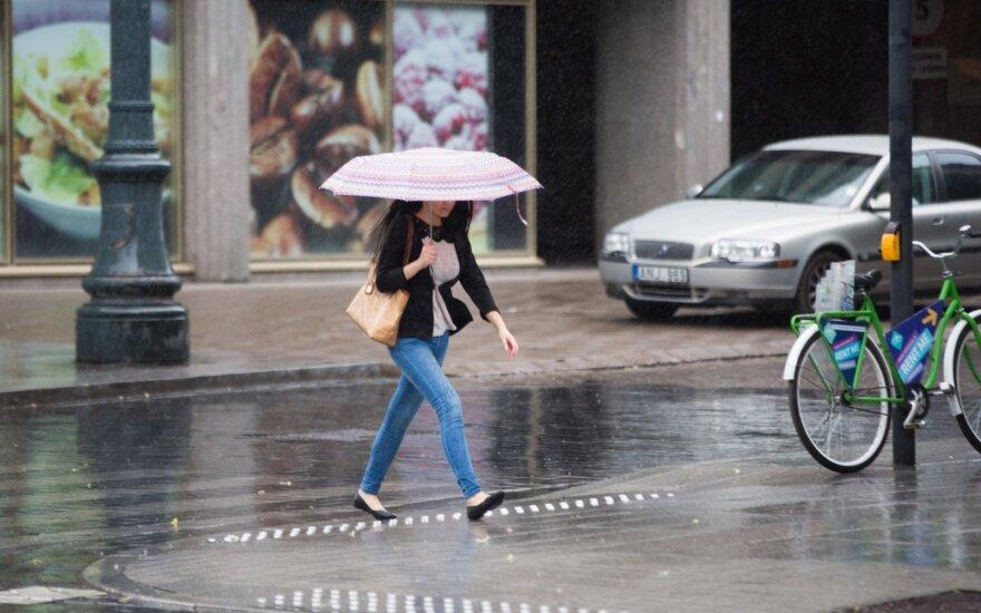Vilnietę gatvėje sutikto vyro pasiūlymas suglumino – įspėja saugotis kitas merginas