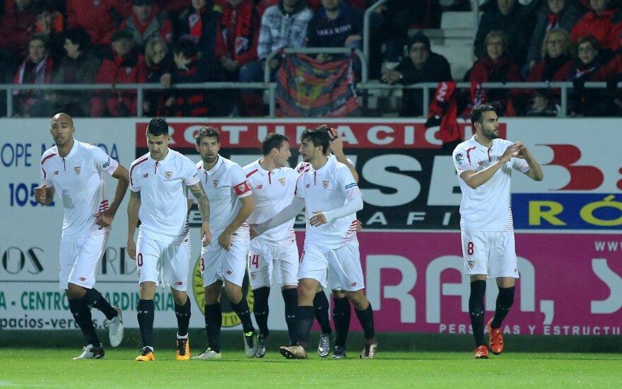 """Iborra (dešinėje) su """"Sevilla"""" komandos draugais"""