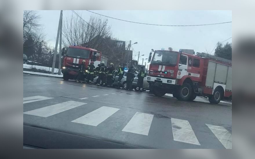 Į avariją Kaune skubėjo policija, medikai ir ugniagesiai