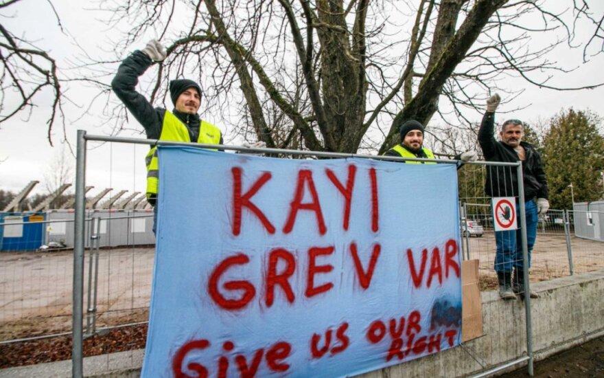 Kauno stadioną statantys turkai pradėjo bado streiką dėl nesumokėtų algų