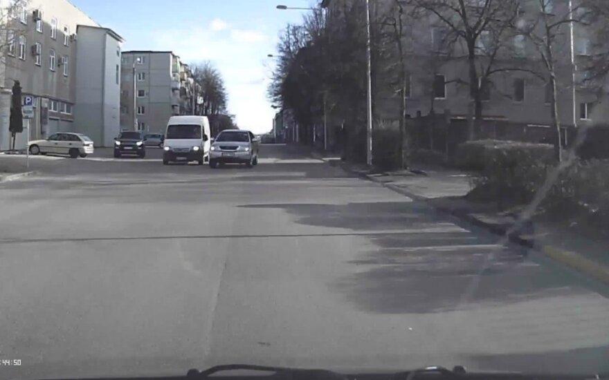 Per kelias minutes nustebino du nedrausmingi vairuotojai Vilniuje