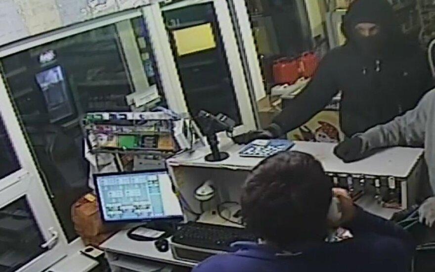 Šiaulių policija ieško degalinėje šeimininkavusių kaukėtų vyrų