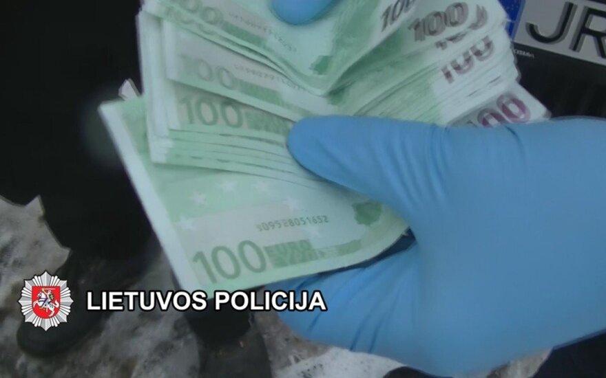 Traktorininkas policininkams siūlė 1 tūkst. eurų kyšį