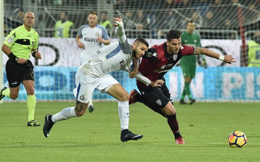 "Kairėje - du įvarčius pelnęs Mauro Icardi (""Inter F.C."") ir Luca Ceppitelli (""Cagliari"")"