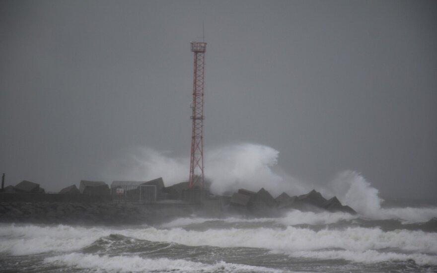 Lietuvoje siautės smarkus vėjas – gali kilti net audros