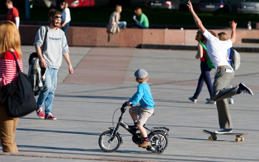 Stebisi situacija Lietuvoje: kaip auginantys vaikus praranda tūkstančius