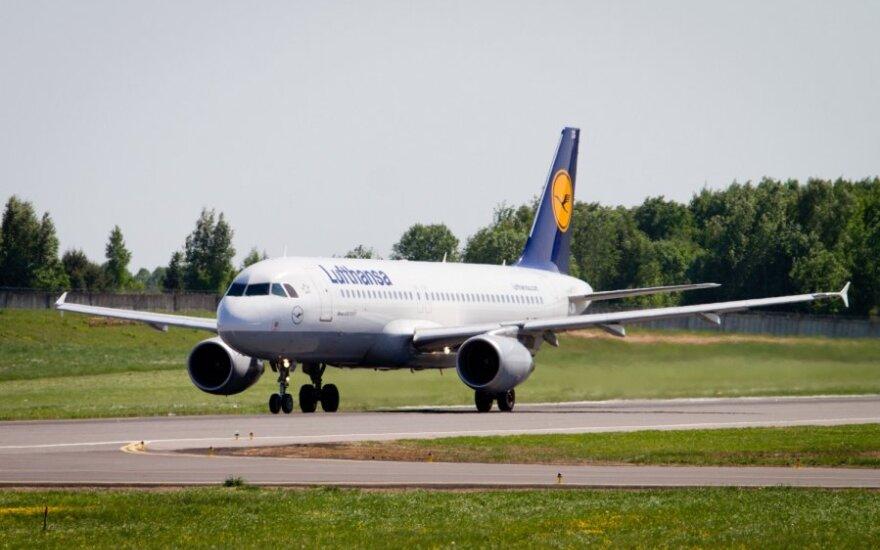 """Dėl """"Lufthansa"""" darbuotojų streiko vis dar atidedami skrydžiai"""