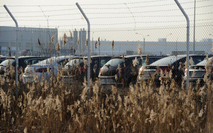 Lengvųjų automobilių importas į Rusiją nuvažiavo perpus