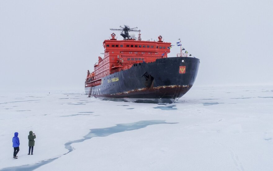 Rusija pradėjo konkurenciją su Sueco kanalu: yra linkusi sumokėti, kad pritrauktų laivybą į Arktį