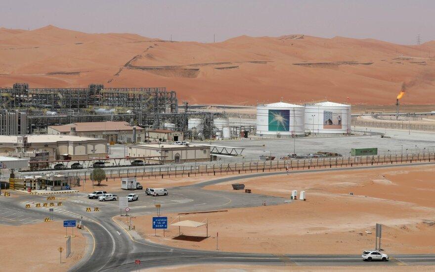 OPEC+ ateinančius porą mėnesių mažins naftos gavybą – pavyko susitarti