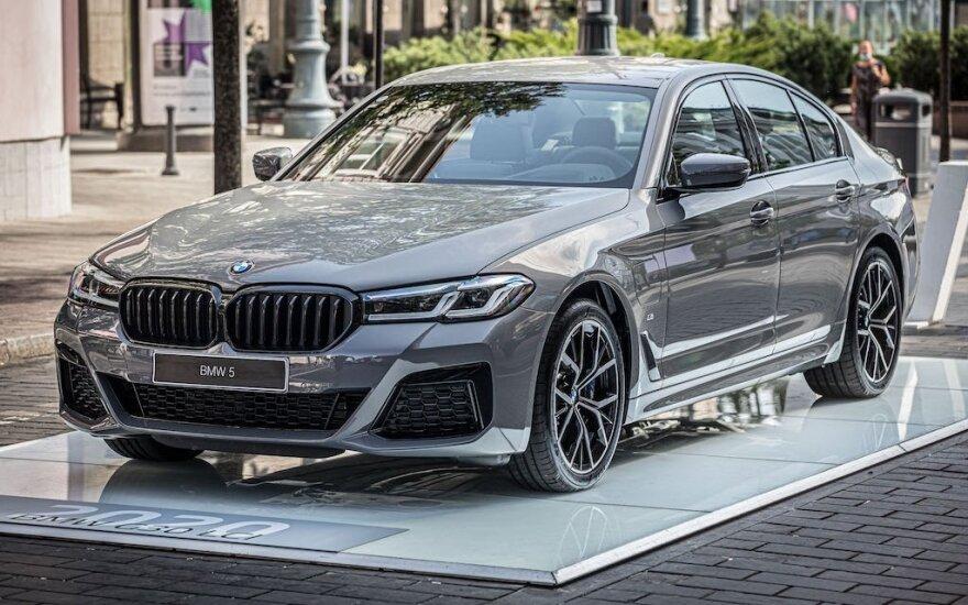 """Vilniuje pristatytas atnaujintas septintos kartos """"BMW 5"""""""