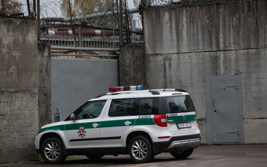 Nukentėjo nuteistąjį sulaikyti bandęs Pravieniškių pataisos namų pareigūnas