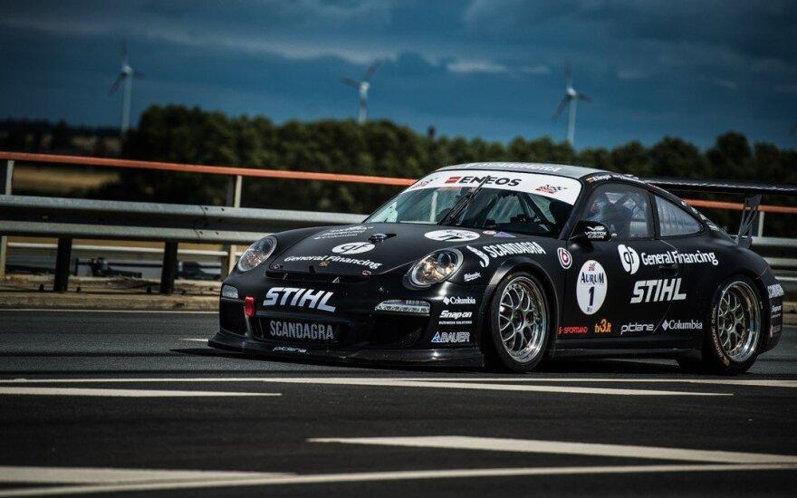 """B. Vanago vairuojamas """"Porsche 911 GT3 Cup"""""""