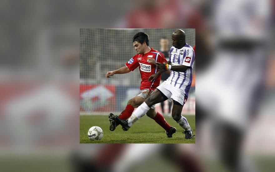 "Achille Emana (""Toulouse"") kovoja su Jeremy Toulalan (""Lyon"")"