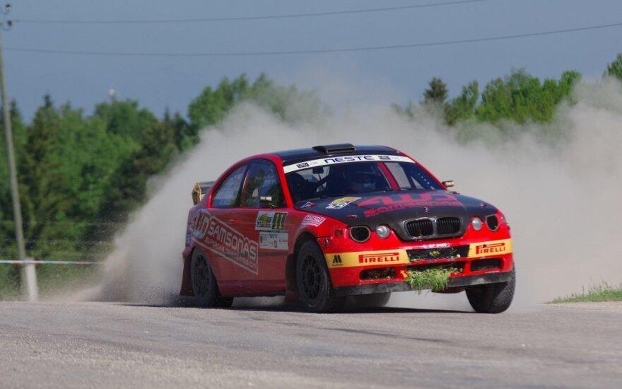 """""""Rally Žemaitija 2020"""" greičio ruožuose – BMW invazija: lenktynininkai įvertino patvarumą"""
