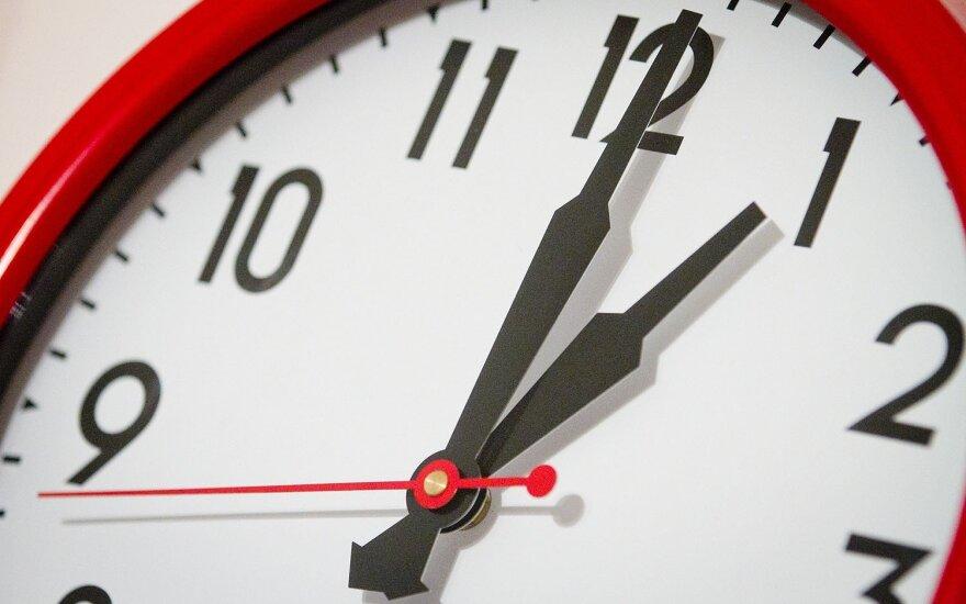Ruošiantis vėl sukti laikrodį, lieka neaišku, ar ES atsisakys šios praktikos