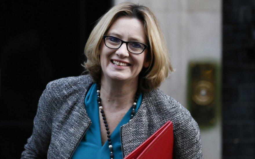 Atsistatydina Britanijos vidaus reikalų sekretorė Amber Rudd