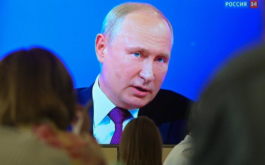 """Vladimiras Putinas atsakinėja į klausimus """"Tiesioginėje linijoje"""""""