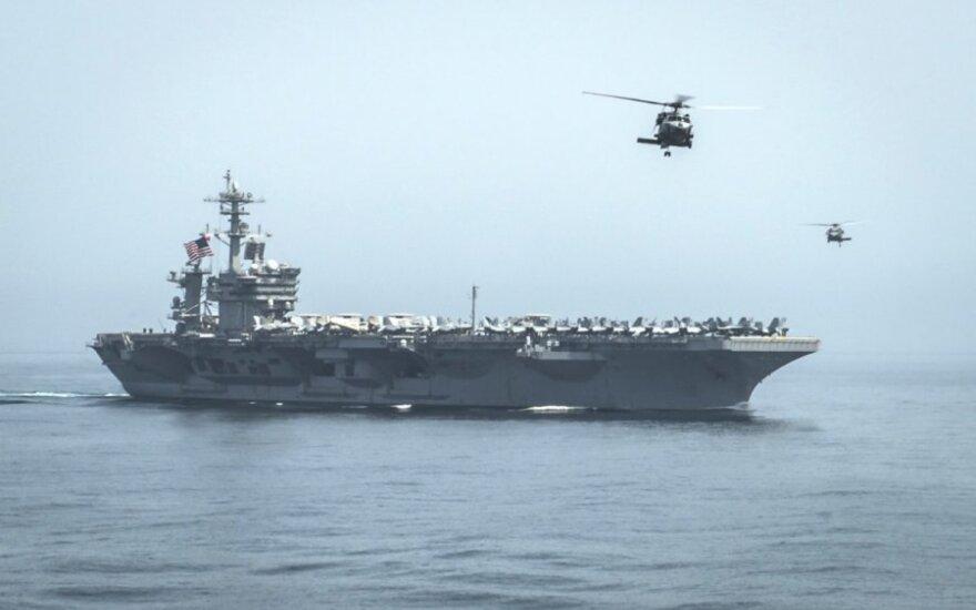 """Atleistam JAV lėktuvnešio """"USS Theodore Roosevelt"""" kapitonui nustatyta COVID-19"""