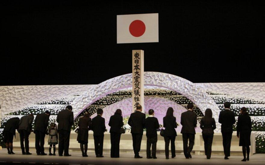Japonijoje pagerbiamos 2011-ųjų žemės drebėjimo, cunamio ir branduolinės avarijos aukos