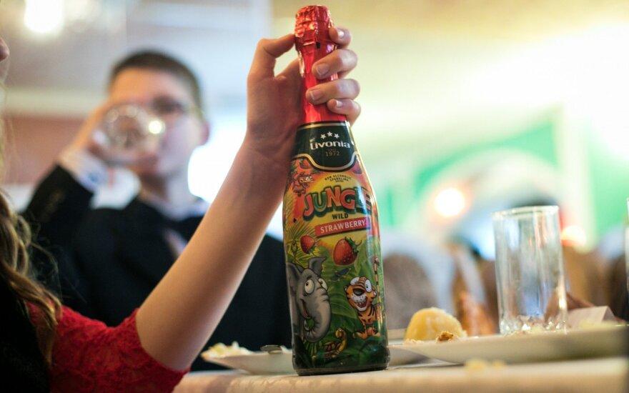 """Vaikiško """"šampano"""" pabaiga: siūlo atsisakyti vaikams skirtų prekių, imituojančių alkoholį"""