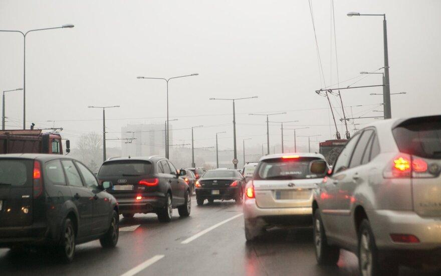 Tomaševskis: nepalaikysime automobilių taršos mokesčio