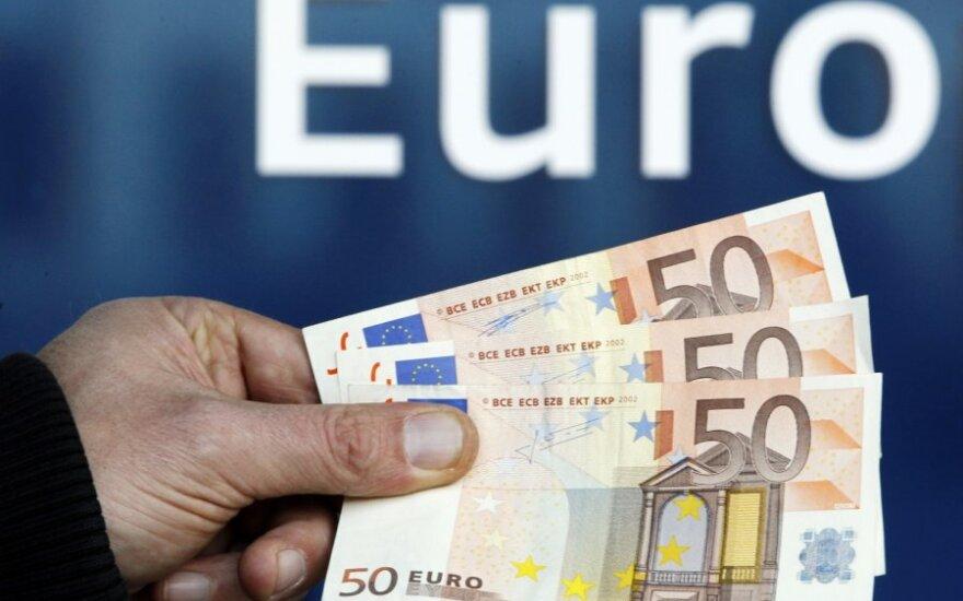 """""""Fitch"""": ECB turi imtis aktyvesnio vaidmens sprendžiant euro krizę"""
