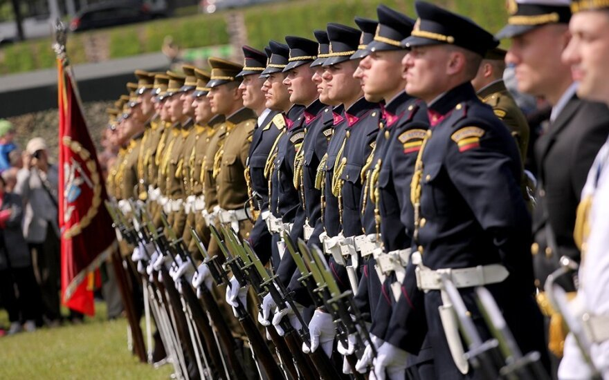 Lithuanian politicians divided on boosting defence spending earlier than planned