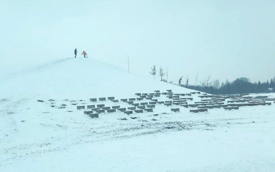 Kalnų šlaituose Mažeikiuose nebelieka betoninių kubų