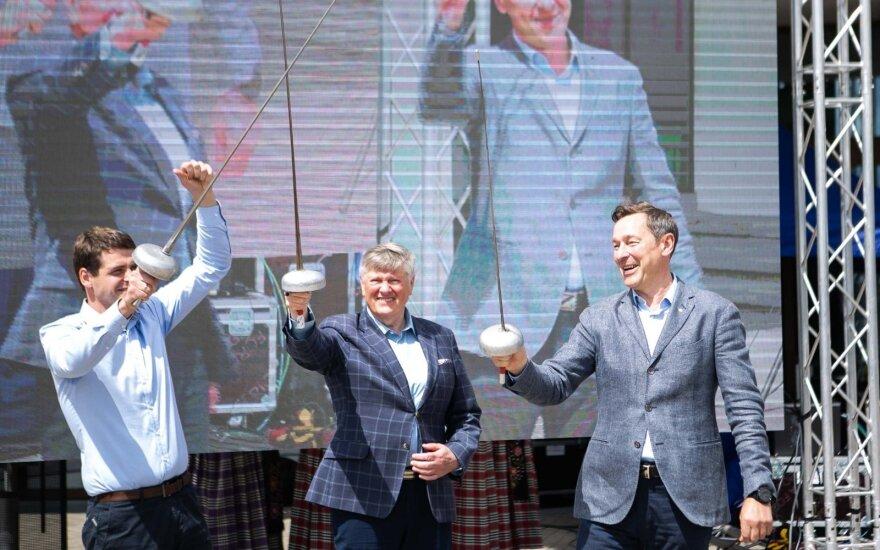 """""""Trys muškietininkai"""" į pagalbą kviečiasi ir raganą – tikisi laimėti Seimo rinkimus"""