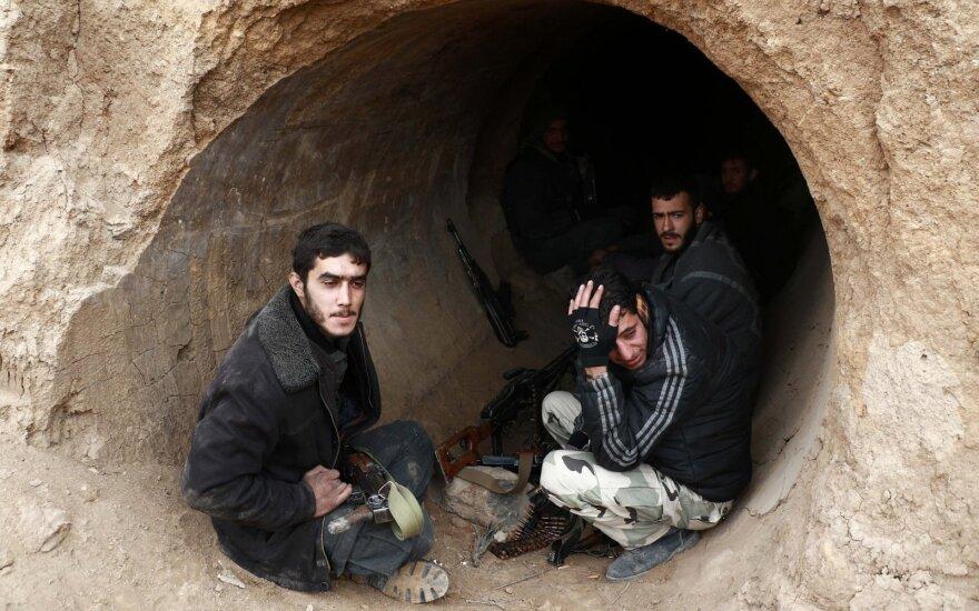 Sirijos sukilėliai pradeda evakuotis iš paskutinio pasipriešinimo židinio Rytų Gutoje