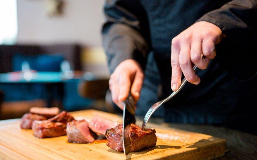 Šios klaidos mėsą gali sugadinti negrįžtamai: svarbu net pjaustymo lentelė