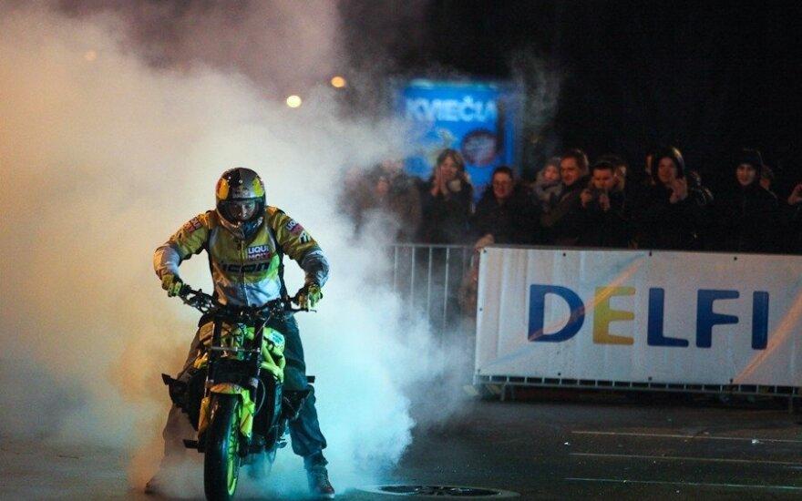 """""""TopGear"""" apdovanojimai Klaipėdoje baigėsi antgamtiškais triukais motociklu"""