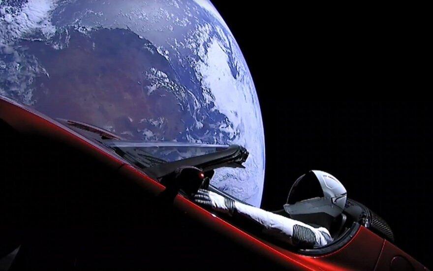 Mėnulis tampa ambicingu siekiu automobilių gamintojams