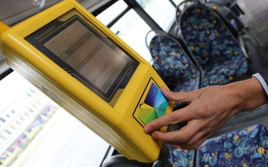"""Vilniečio kortelės papildyti negalėjęs keleivis buvo priverstas važiuoti """"zuikiu"""""""