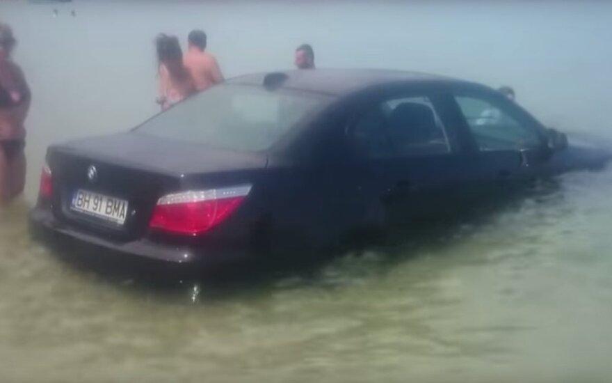 BMW liūdnai baigėsi noras priartėti prie jūros