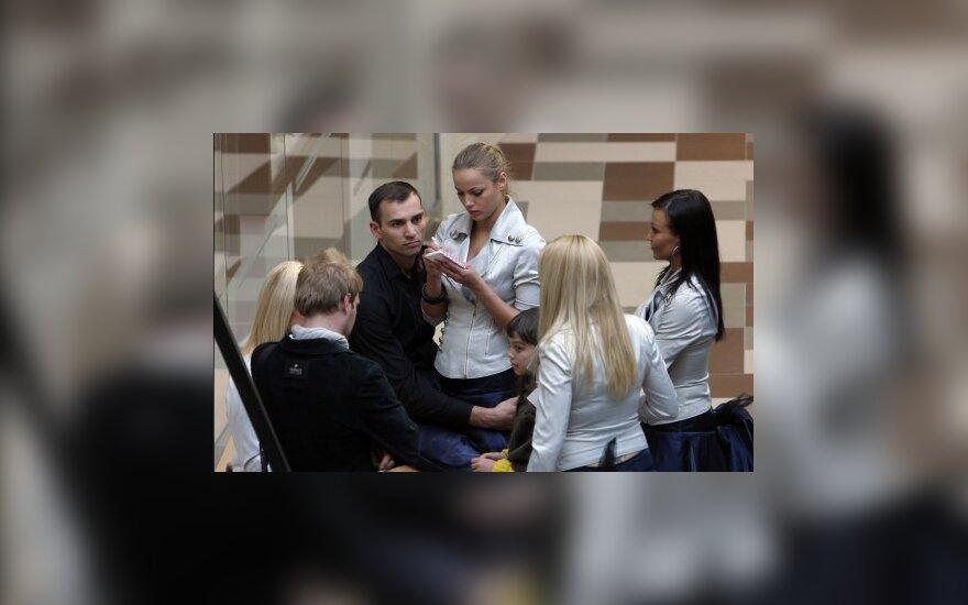 """""""69 danguje"""" koncerte – R. Alijevo glėbyje paskendusi G. Sabutytė (FOTO)"""