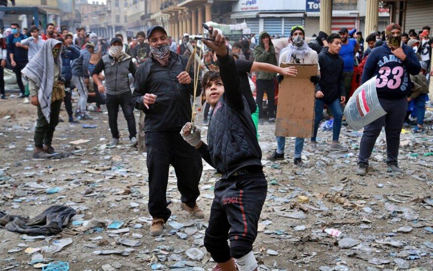 Irake po išpuolio prieš Irano konsulatą saugumo pajėgos nušovė 13 protestuotojų