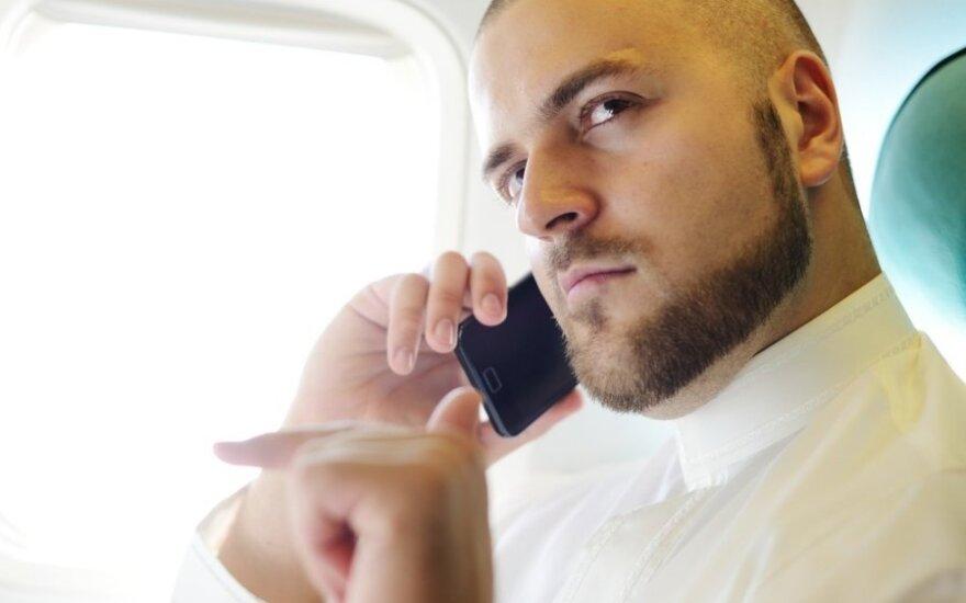 Kalba telefonu lėktuve