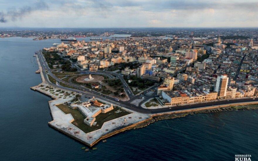 Habana Vieja, arba Senoji Havana, 1982 m. įtraukta į UNESCO pasaulio paveldo sąrašą, yra už San Salvadoro pilies ir De los Mártires del 71 parko.
