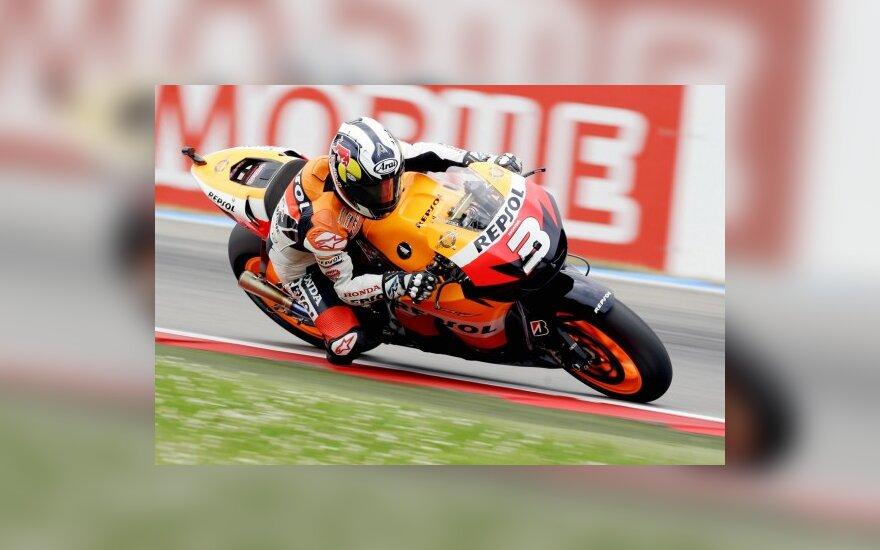 """MotoGP: D.Pedrosa nutraukė """"Honda"""" pergalių sausrą"""